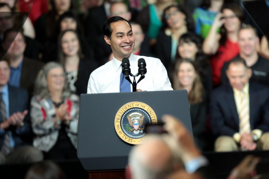Presidential+Hopeful+Julian+Castro+Speaks+in+Manchester